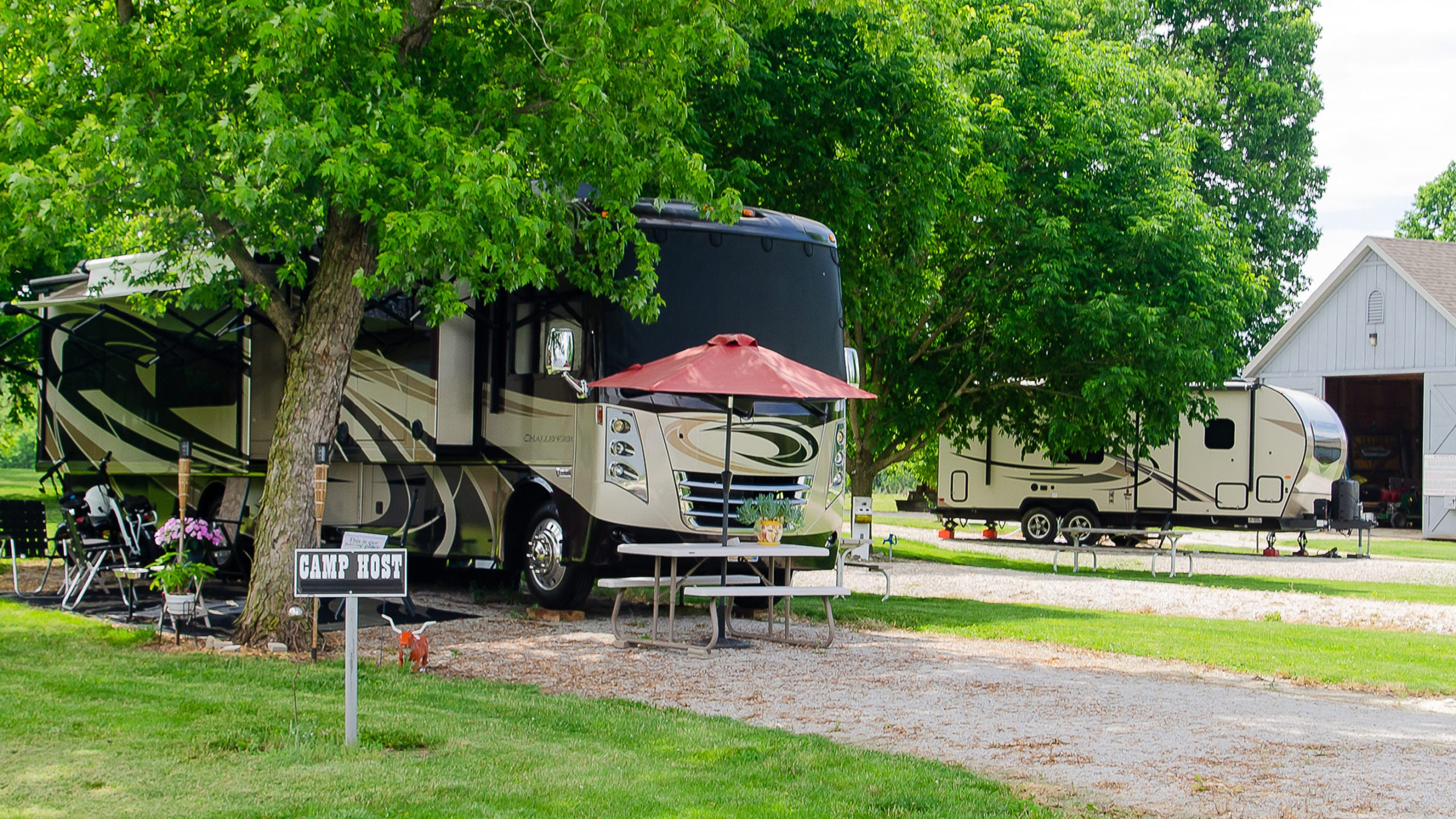 camp with tents and rvs at the wabash and erie canal