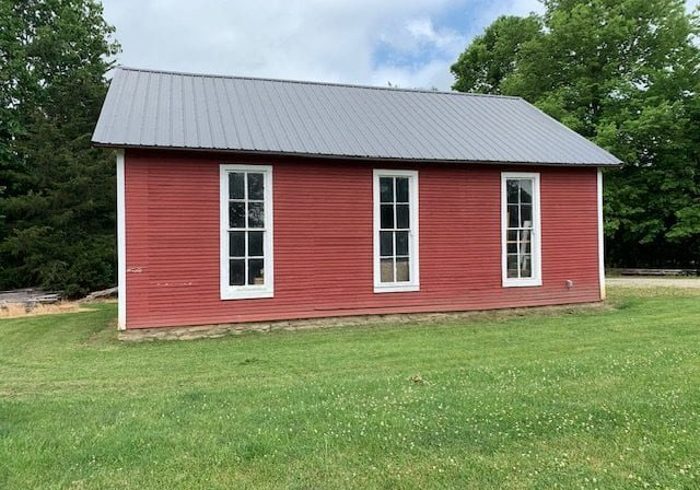 view a historic one room school house at the wabash and erie canal